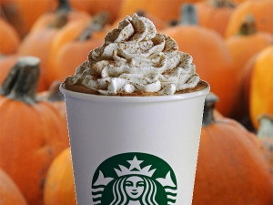 pumpkin-spice-latte-with-pumpkins-600