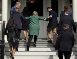 New-Hillary-Clinton-Photos-Reveal-She-Needs-Help-Climbing-Stairs